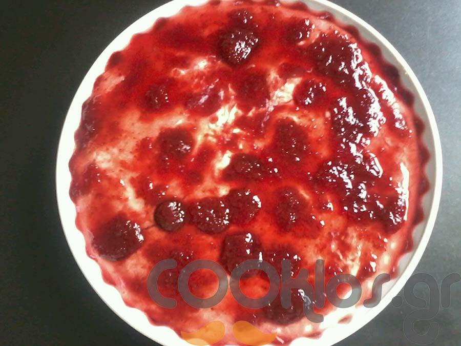 Cheesecake με κομπόστα βύσσινο