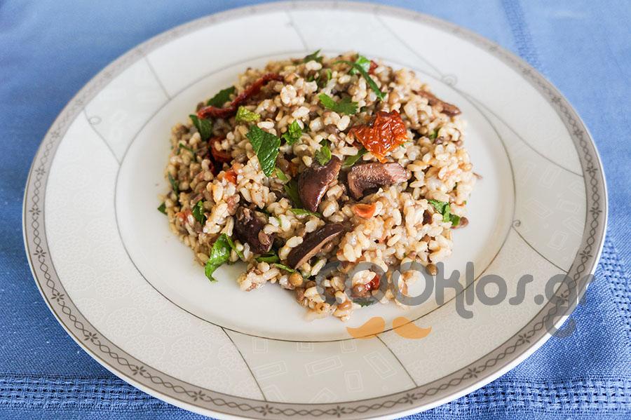 Φακόρυζο με καστανό ρύζι και ελιές