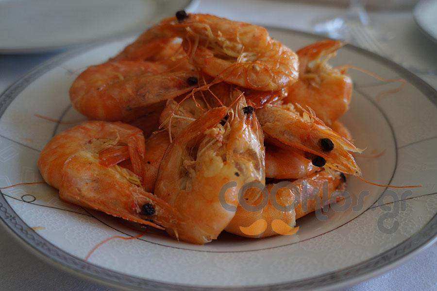 Γαρίδες σοτέ με κρασάκι
