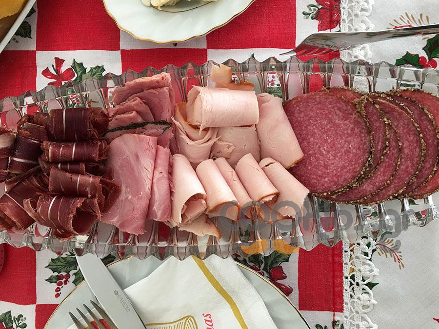 Γιορτινή ποικιλία αλλαντικών