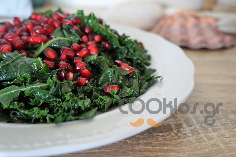 Κέιλ με ρόδι και vegan vinaigrette