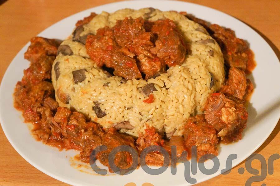 Κοκκινιστό με ρύζι και μανιτάρια