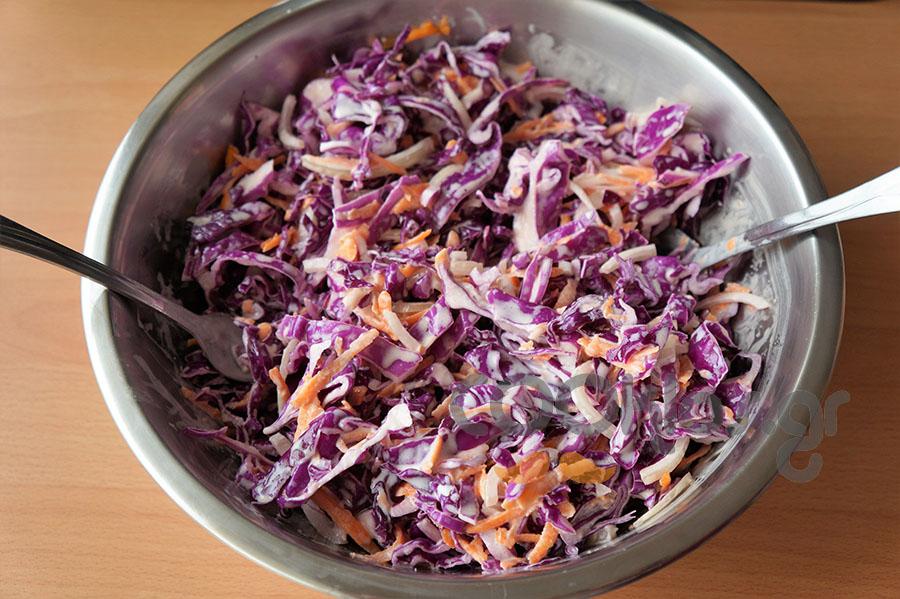 Λάχανο σαλάτα με γιαούρτι