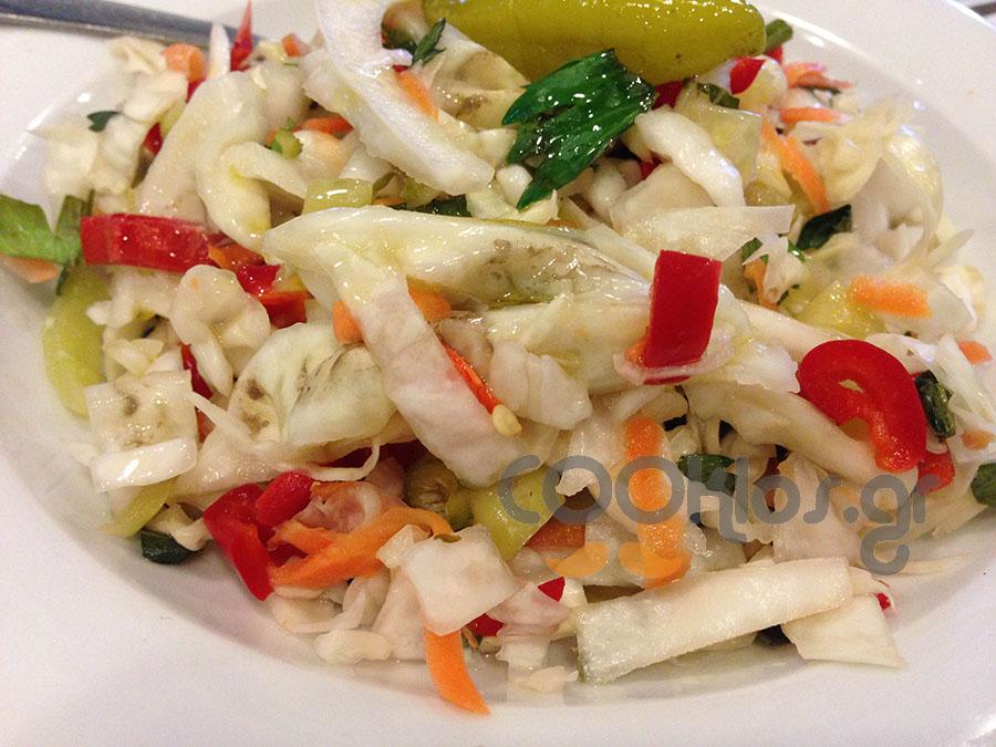 Λάχανο σαλάτα με πιπεράκια τουρσί