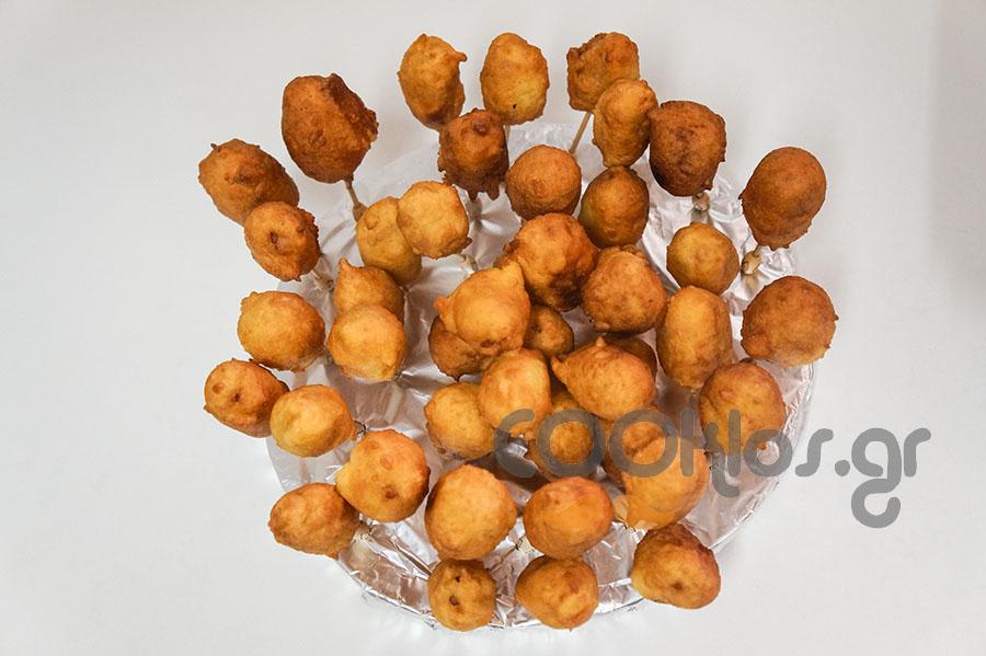Λουκάνικα σε κουρκούτι (corn dogs)