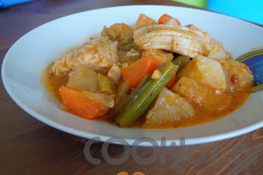 Μπακαλιάρος κοκκινιστός με λαχανικά