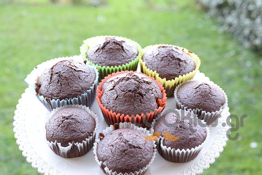 Μάφινς με μαύρη σοκολάτα