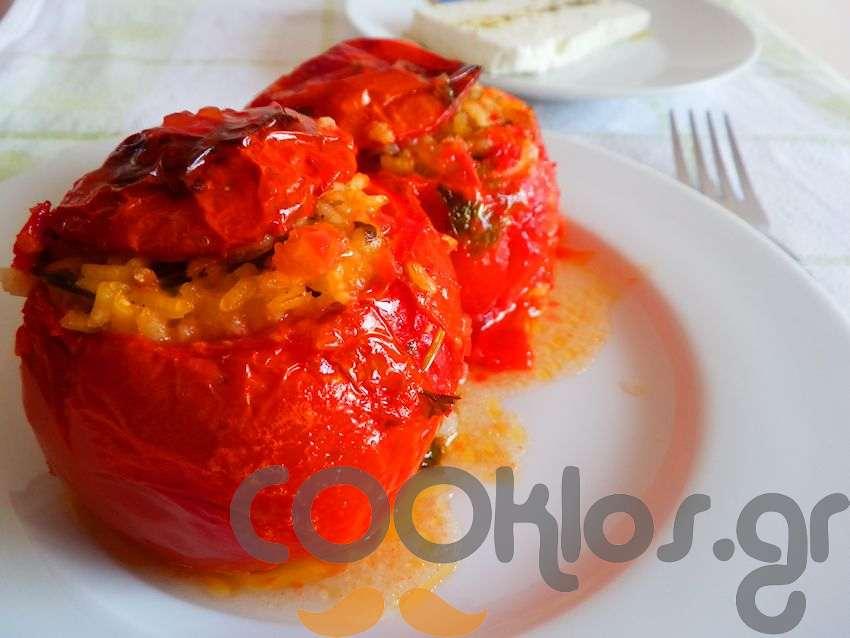 Ντομάτες γεμιστές με ρύζι