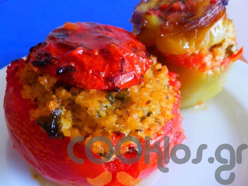 Ντομάτες και πιπεριές γεμιστές με πλιγούρι