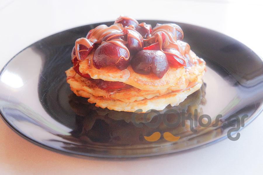 Pancakes με πραλίνα φουντουκιού και κεράσια