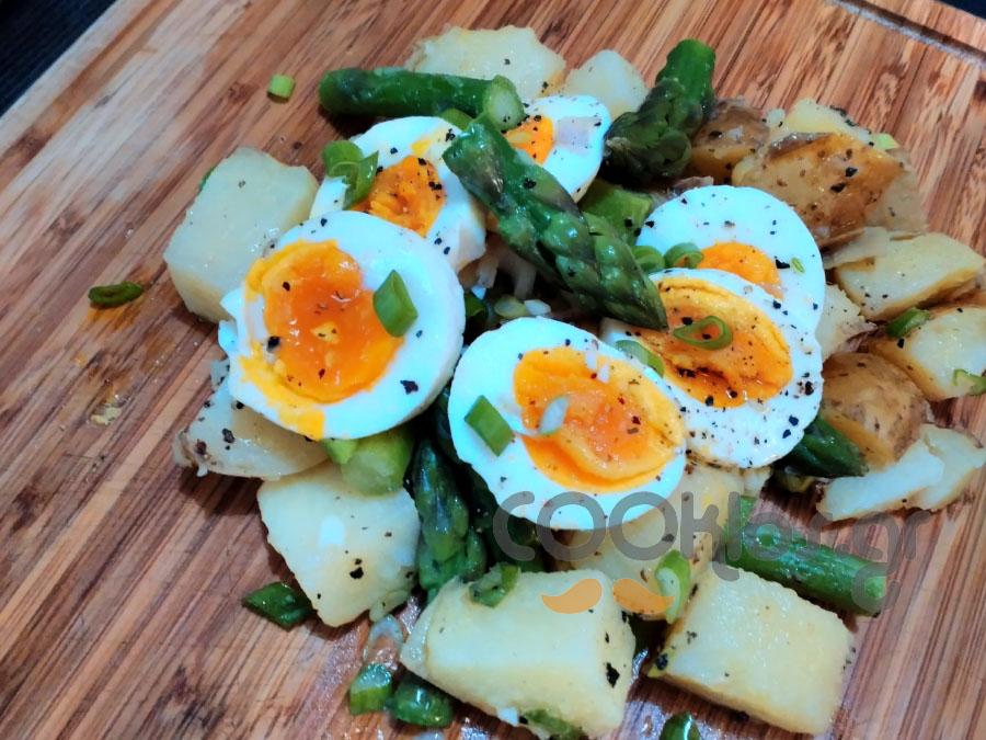 Πατατοσαλάτα με σπαράγγια και αυγό