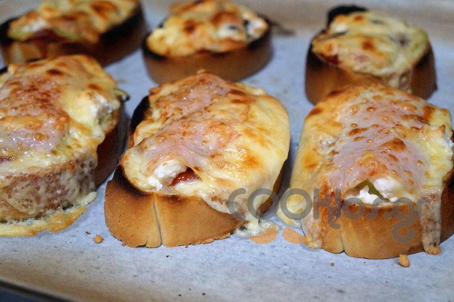 Πεντανόστιμα πιτσάκια με μπαγιάτικο ψωμί