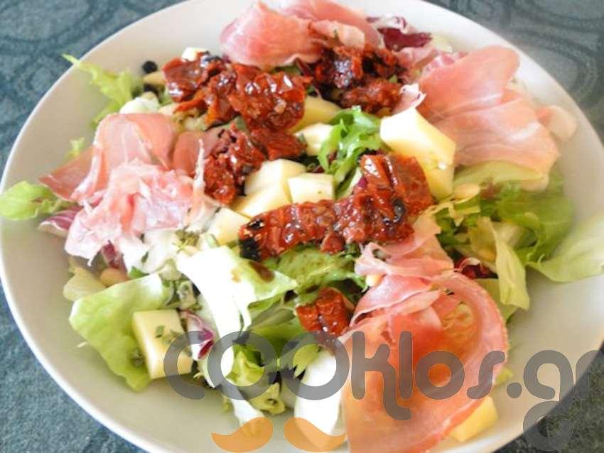 Πράσινη σαλάτα με προσούτο