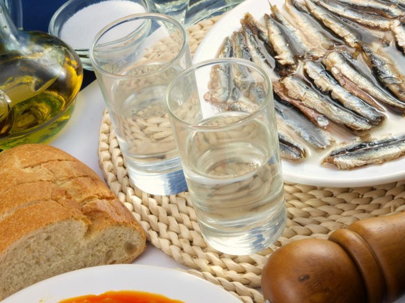 Θαλασσινές γεύσεις και τσιπουράκι