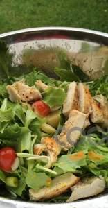 Πράσινη σαλάτα με ψητό κοτόπουλο