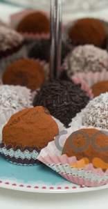 Τρουφάκια με μαύρη σοκολάτα