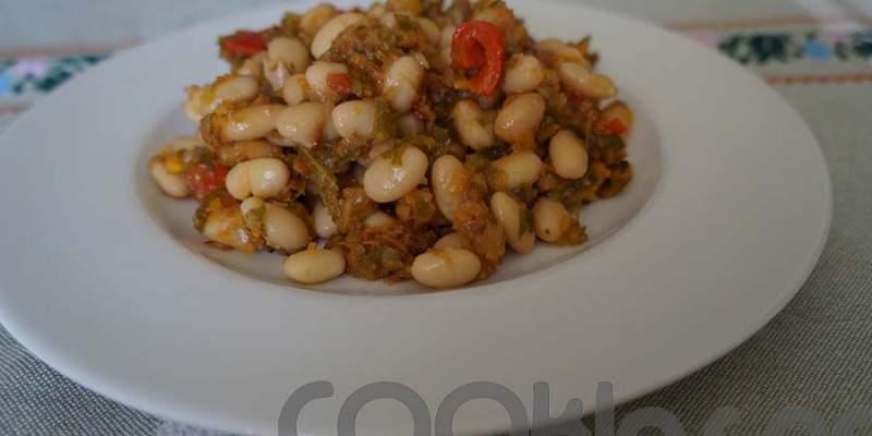 Φασόλια με μαϊντανό και ντομάτα στο φούρνο