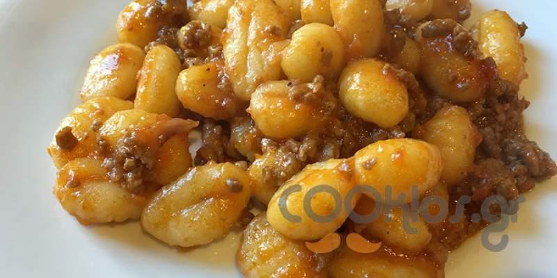 Νιόκι αλ ραγού (gnocchi al ragu)