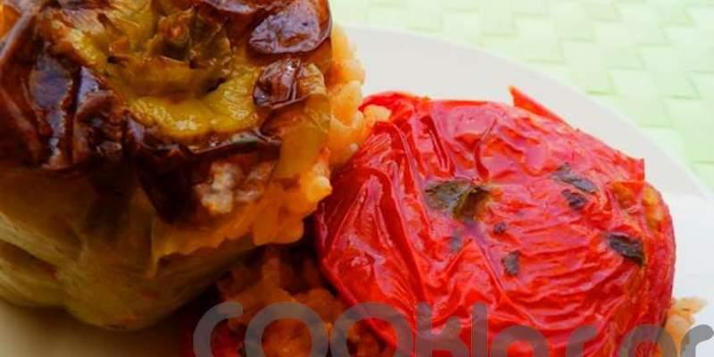 Ντομάτες και πιπεριές γεμιστές με ρύζι