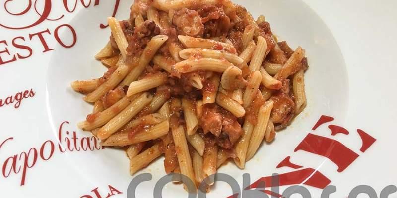 Πένες με χταποδάκι και σάλτσα λιαστής ντομάτας