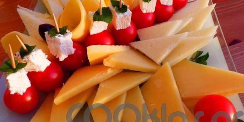Ποικιλία τυριών με ελληνικά μινι καπρέζε