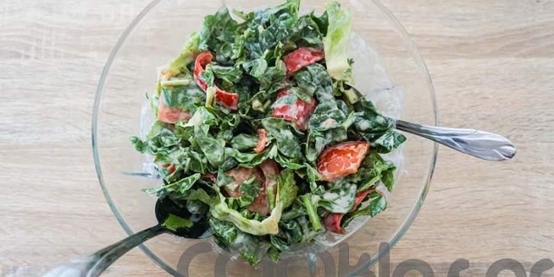 Πράσινη σαλάτα με σως γιαουρτιού