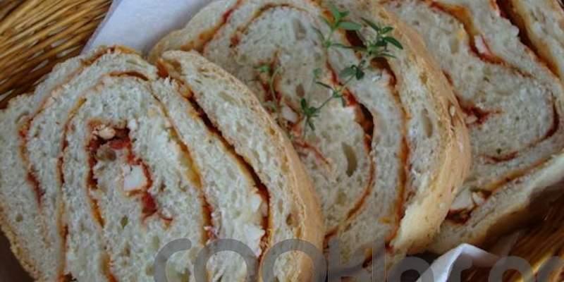 Ψωμί με λιαστές ντομάτες, θυμάρι και ανθότυρο