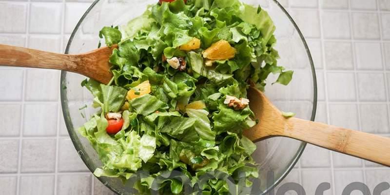 Σαλάτα με καρύδια και πορτοκάλι