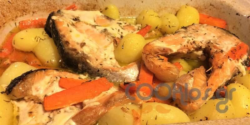Σολομός με πατάτες και καρότα στο φούρνο