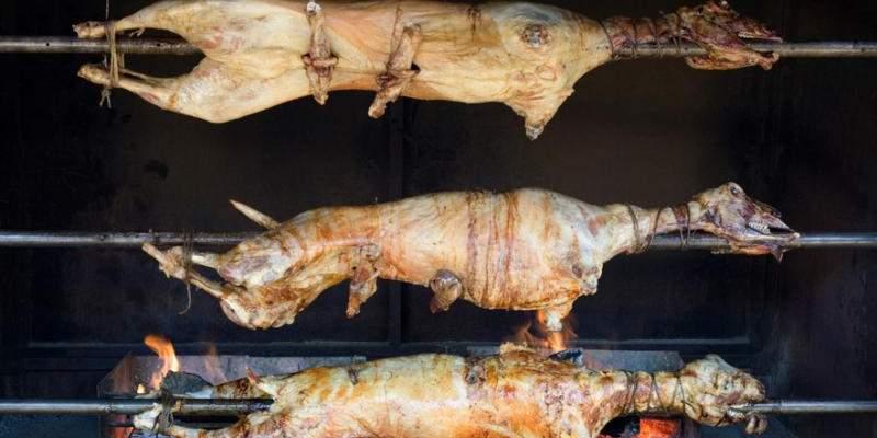 Πασχαλινό τραπέζι στην εξοχή αλά ελληνικά
