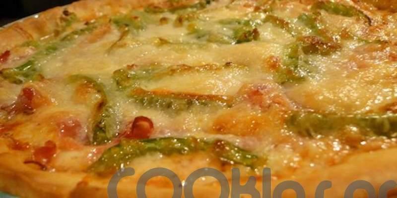 Εύκολη τάρτα με πράσινες πιπεριές, προβολόνε και πεκορίνο