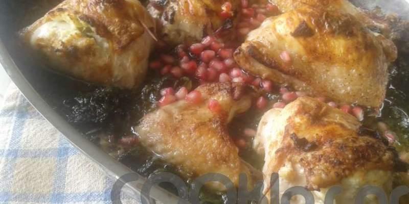 Κοτόπουλο με σπανάκι και ρόδι