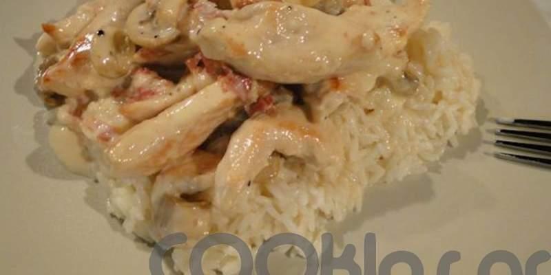 Φιλετάκια κοτόπουλου με μπέϊκον, μανιτάρια και κρέμα γάλακτος