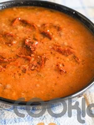 Φακές σούπα με κάρυ και λιαστές ντομάτες