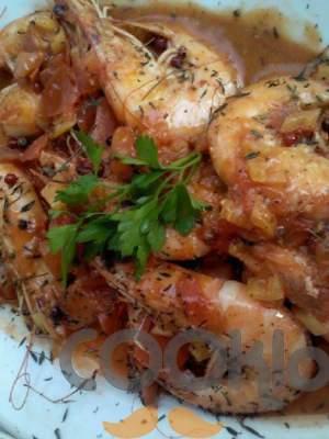 Γαρίδες με κόκκινη σάλτσα και ροζ πιπέρι
