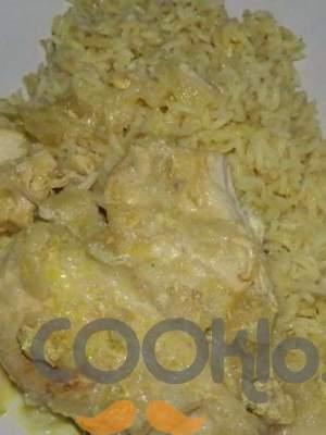 Κοτόπουλο με κάρυ και ξινόμηλα