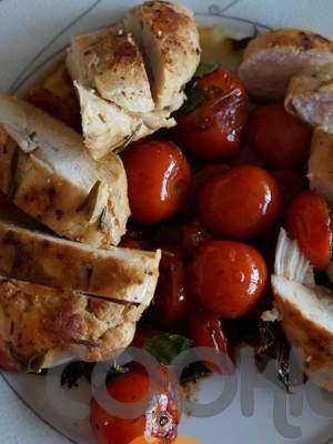 Κοτόπουλο σοτέ με δενδρολίβανο, λάιμ και τοματίνια