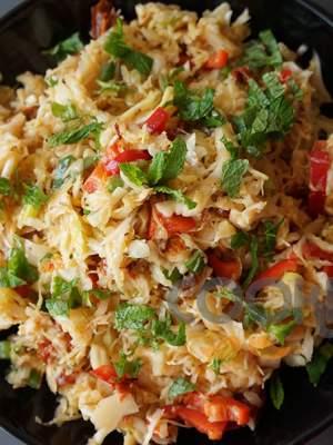 Λάχανο με λιαστή ντομάτα και σως μουστάρδας