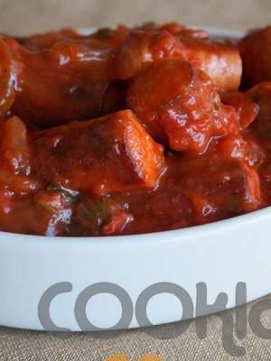 Λουκάνικα με βότκα και κόκκινη σάλτσα