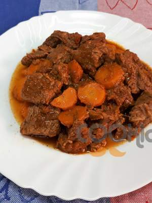 Μοσχαράκι κατσαρόλας με καρότα