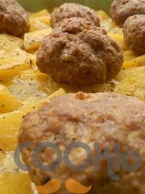 Μπιφτέκια στο φούρνο με πατάτες