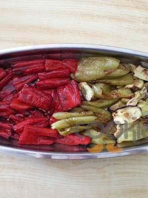 Πιπεριές και ξυλάγγουρα στο φούρνο