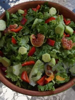 Πράσινη σαλάτα με σύκα