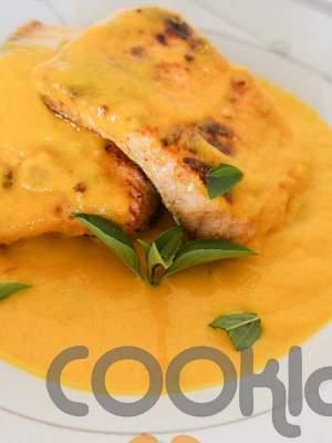 Ψητός σολομός με πικάντικη σάλτσα καρότου