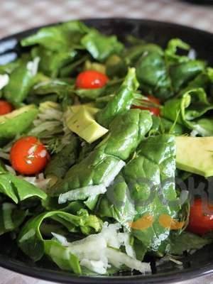 Σαλάτα με αβοκάντο και ρεπάνι