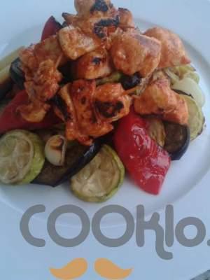 Μίνι σουβλάκια κοτόπουλου με ψητά λαχανικά