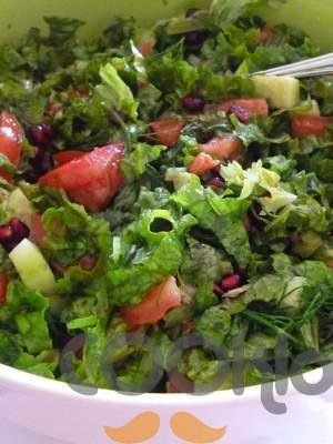 Πλούσια σαλάτα με ρόδι