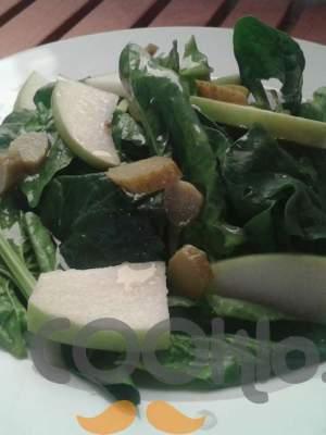 Σαλάτα σπανάκι με ξινόμηλα