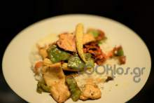 Γλυκόξινα φιλετάκια κοτόπουλο με καλαμπόκι τουρσί