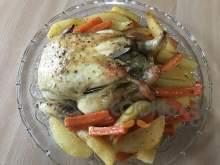 Κοτόπουλο στη γάστρα με πατάτες και καρότα